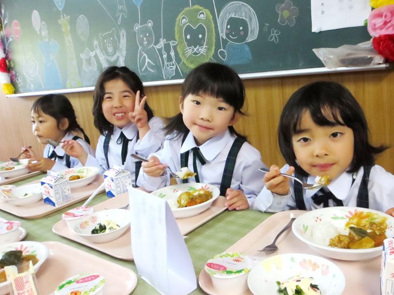 長崎精道小学校 ランチルームで給食